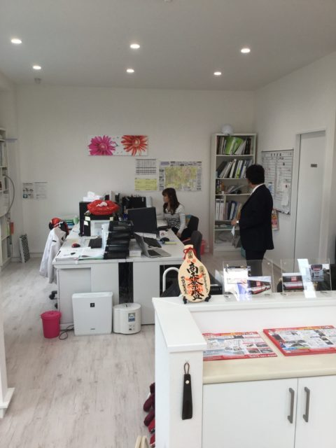 オフィス什器を一新!雰囲気が明るくなり来客数も増加!